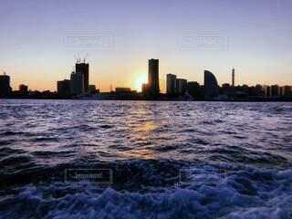 都会の海と夕暮れの写真・画像素材[4136771]