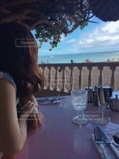 海を眺める女の写真・画像素材[4142986]