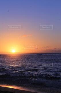 夕日の海の写真・画像素材[4138129]