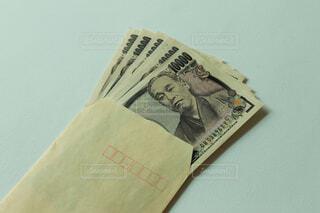 封筒に入った現金の写真・画像素材[4554715]