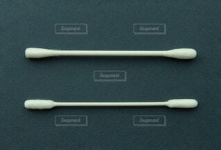 大人用綿棒とベビー綿棒の写真・画像素材[4630818]