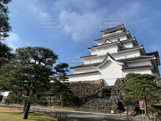 青空の下に聳え立つ鶴ヶ城の写真・画像素材[4141714]