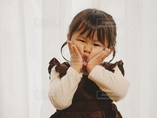 変顔する女の子の写真・画像素材[4149451]