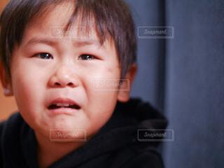 泣いている男の子の写真・画像素材[4149454]