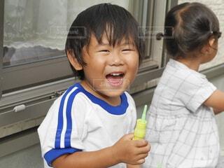全力笑顔の男の子の写真・画像素材[4149467]