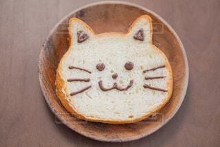 お皿の上の猫の食パンの写真・画像素材[4199231]