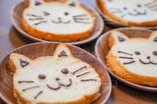 猫の形の食パンで朝食の写真・画像素材[4199232]