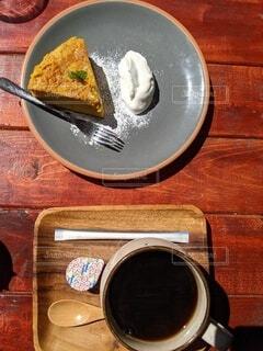 かぼちゃのケーキと珈琲の写真・画像素材[4338645]