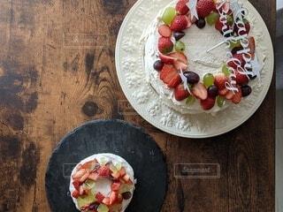 大きなケーキと小さなケーキの写真・画像素材[4338644]