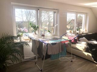 洗濯物がよく乾く日当たりの良いお部屋の写真・画像素材[4181062]