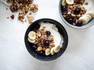 おしゃれ朝食 ヨーグルトとグラノーラの写真・画像素材[4152451]