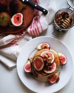いちじくとナッツのパンケーキの写真・画像素材[4152457]