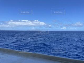 青い海と青い空の写真・画像素材[4872006]