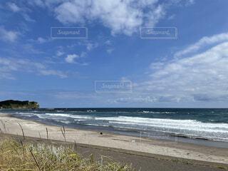 海の隣の砂浜の写真・画像素材[4873405]
