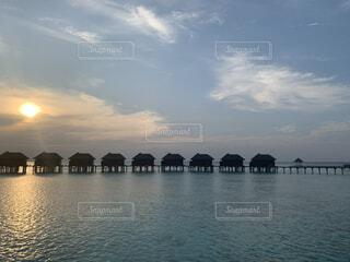 モルディブ 水上バンガロー サンセットの写真・画像素材[4375701]