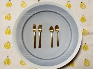 テーブルの上の皿のクローズアップの写真・画像素材[4153831]