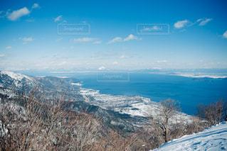 雪の覆われた山々 の景色の写真・画像素材[1002915]
