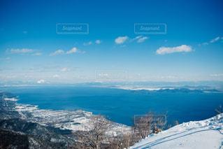 雪の覆われた山々 の景色の写真・画像素材[1002916]