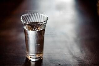 テーブルのグラスの写真・画像素材[4164257]