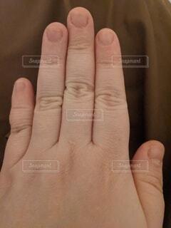 深爪の女性の写真・画像素材[4165276]