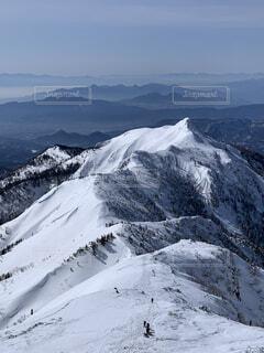 武尊山山頂(2158m)より剣ヶ峰(2020m)を望む!の写真・画像素材[4170746]