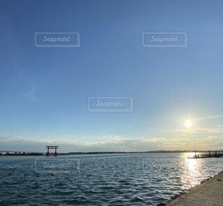 太陽と鳥居の写真・画像素材[4179516]