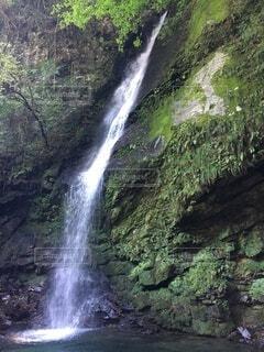 打ちつける水の写真・画像素材[4189849]