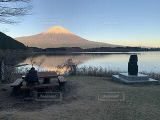 絵描きと富士山の写真・画像素材[4168812]