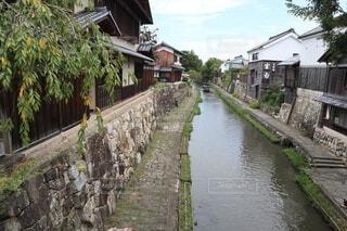 橋の上から撮った川の風景の写真・画像素材[4169423]