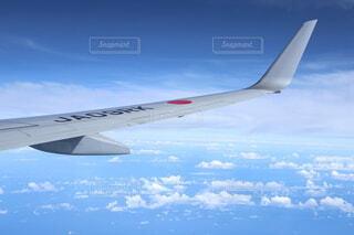 空から見る飛行機の翼の写真・画像素材[4169668]