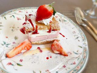 イチゴのミルフィーユケーキの写真・画像素材[4172790]