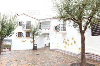 地中海村のオシャレな白い建物の写真・画像素材[4172927]