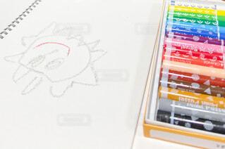 クレヨンで書いた子供の絵の写真・画像素材[4182319]