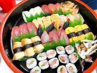 寿司で満たされたボウルの写真・画像素材[4170867]