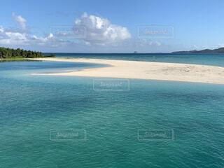吸い込まれそうな青い海の写真・画像素材[4187156]