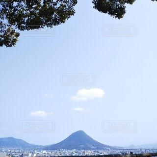 丸亀城から見る讃岐富士の写真・画像素材[4260012]