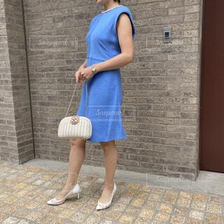 ブルーのドレスのファッションコーデの写真・画像素材[4763174]