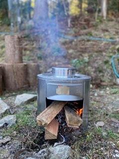 かまどで炊くご飯の写真・画像素材[4179573]