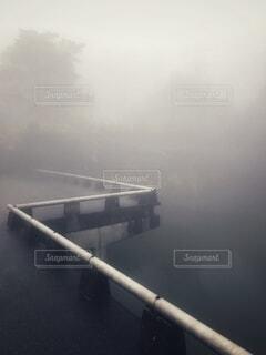 霧の遊歩道の写真・画像素材[4182965]
