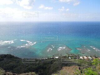 海に山のある水域の写真・画像素材[4188009]