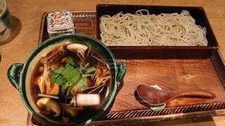 油ののった鴨肉と蕎麦の写真・画像素材[4182684]
