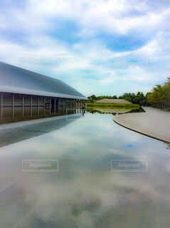 美術館の池の写真・画像素材[4187681]