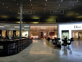 Dior, Chanel, Hermesが並んだ空港内店舗の写真・画像素材[4190206]