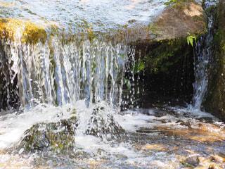 小さな滝の写真・画像素材[4332280]