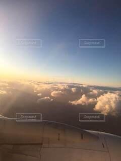飛行機からの眩しい景色の写真・画像素材[4218738]