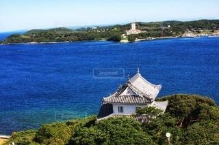 高台から海を望むお城の写真・画像素材[4247164]