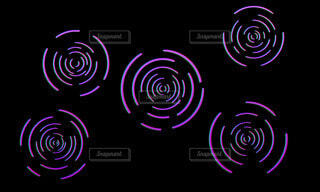 3Dのような紫の波紋の写真・画像素材[4436764]
