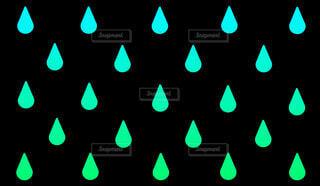 緑の雨パターンの写真・画像素材[4547102]
