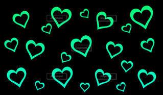 緑のハートの輪っかパターンの写真・画像素材[4559936]