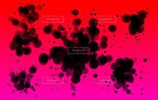 黒いスプラッタ(赤背景)の写真・画像素材[4662121]